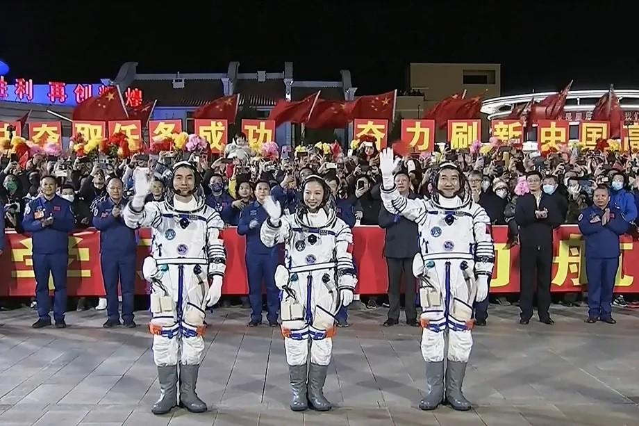 La Cina invia 3 nuovi astronauti verso l …