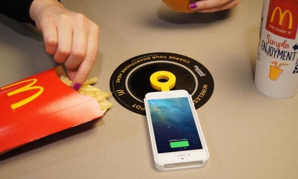 McDonald's installa 600 punti di ricarica wireless Qi in 50