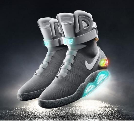 Nike presenta le scarpe autoallaccianti 'Mag' e le consegna