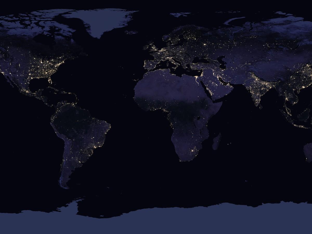 Cartina Satellitare Mondo.La Nasa Realizza Una Foto Delle Luci Notturne Della Terra Vista Dallo Spazio Hdblog It