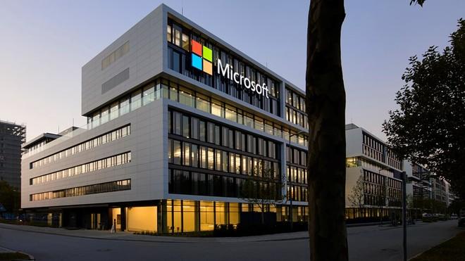 Microsoft, Word si tinge di nero, riunioni