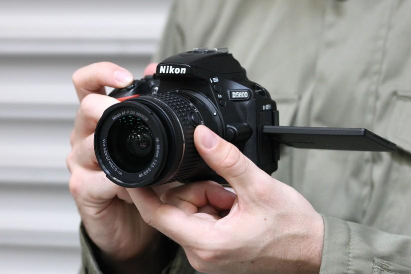 Fotocamera Reflex Nikon D5600 in offerta al miglior prezzo su Amazon -  HDblog.it