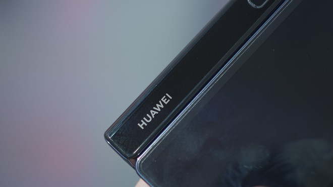Huawei Mate X2 passa dal TENAA insieme ad un misterioso dispositivo - image  on https://www.zxbyte.com