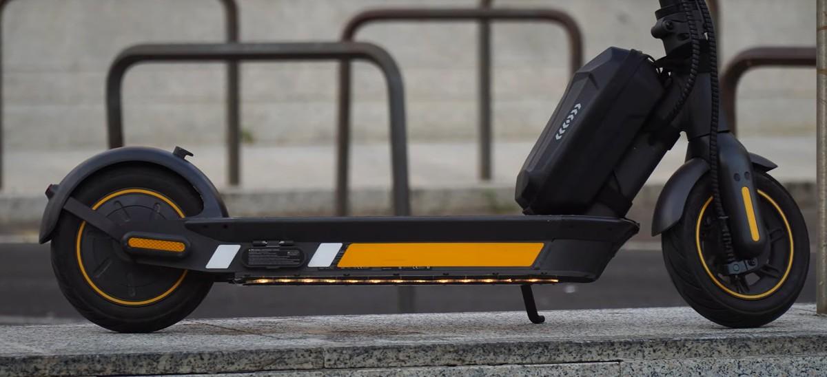 Ducati Chiusura Magnetica Casco Ultraleggero per Bici e monopattini Unisex Adulto Nero One size