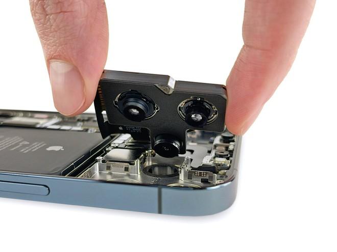 iPhone 12 Pro Max sotto lo sguardo attento di iFixit: stupiscono fotocamera e batteria - image  on https://www.zxbyte.com