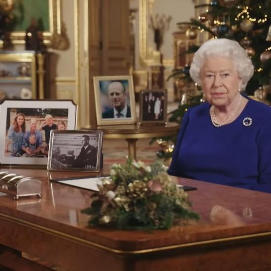 Discorsi Di Auguri Per Natale.Regina Elisabetta Ii Fammi Gli Auguri Di Natale Con Alexa Tutto E Possibile Hdblog It