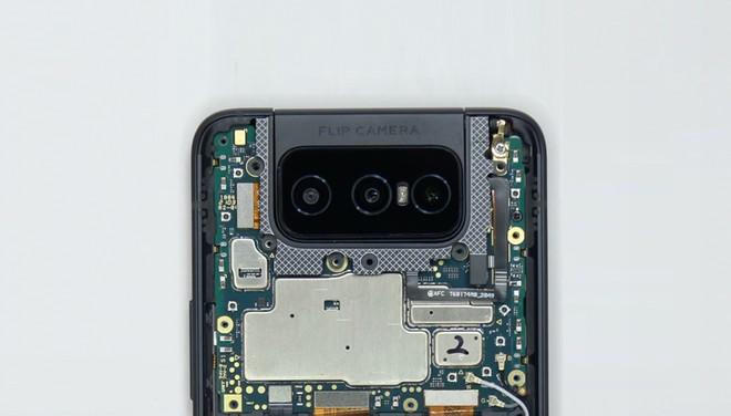ASUS Zenfone 8 Flip senza segreti nel primo teardown: ecco com'è fatto dentro - image  on https://www.zxbyte.com
