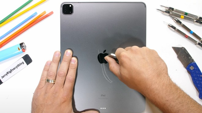 iPad Pro M1 tiene duro: ecco come ha superato le torture di JerryRigEverything - image  on https://www.zxbyte.com