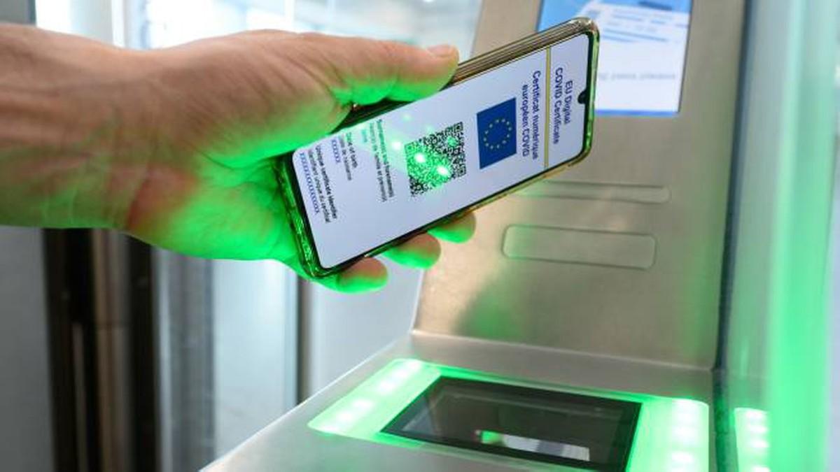 Green pass falsi in vendita su Telegram: …